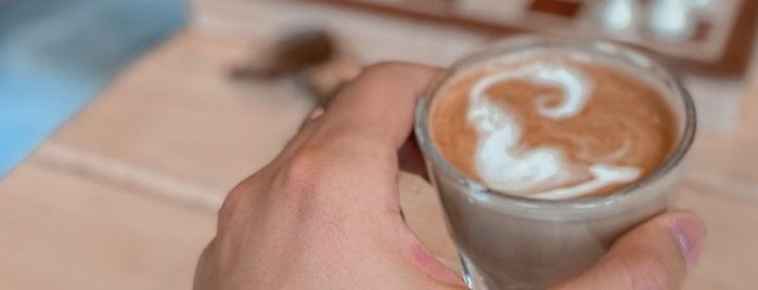 Chapter 3 Roastery & Cafe is one of Posti che sono piaciuti a Moonlamoo.