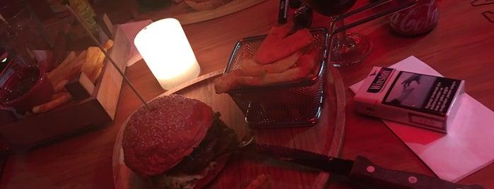 Beeves Burger & Steak House Kasap is one of İpek : понравившиеся места.