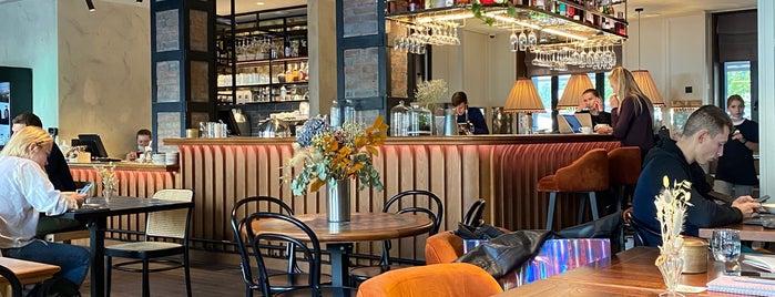 Smartass Kitchen&Bar is one of Gespeicherte Orte von Victoria.
