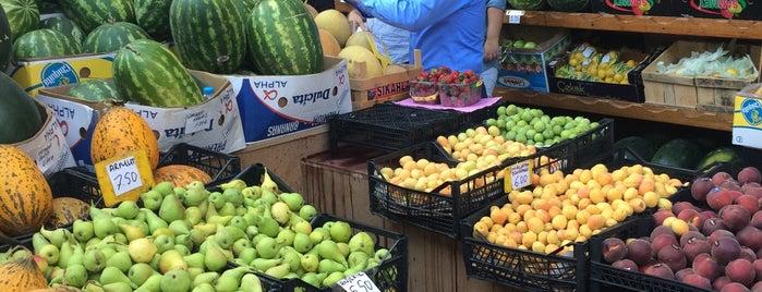 Yaprak Market is one of Selin Ezgiさんの保存済みスポット.