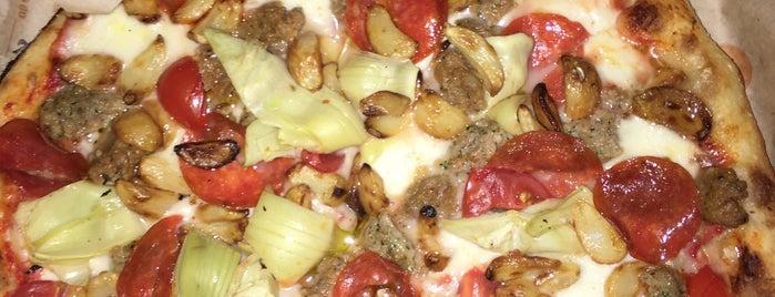 Blaze Pizza is one of Kayla'nın Beğendiği Mekanlar.