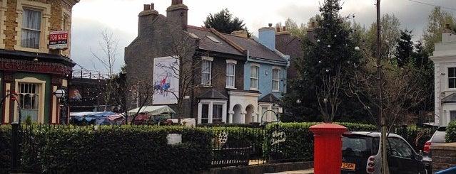 BBC Elstree Studios is one of Locais salvos de Geraldine.