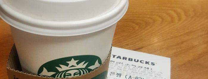 Starbucks is one of Orte, die 블루씨 gefallen.