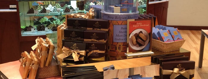 Godiva Chocolatier is one of Lieux qui ont plu à Kellie.