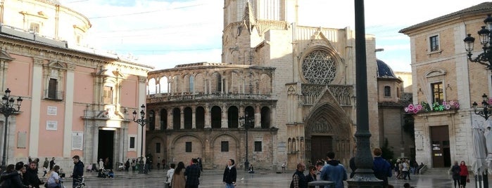 Plaza de la Virgen is one of Tempat yang Disukai Richard.