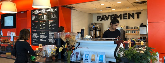 Pavement Coffeehouse is one of Lugares favoritos de Camila.
