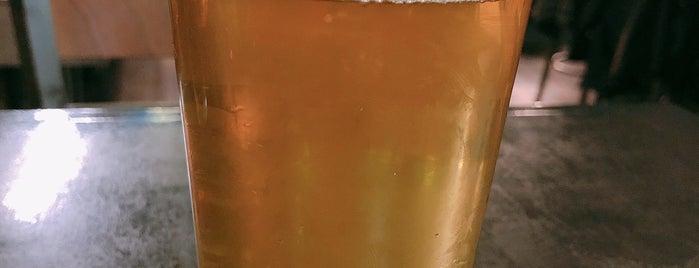 2Twenty2 Tavern is one of Lieux qui ont plu à Adam.