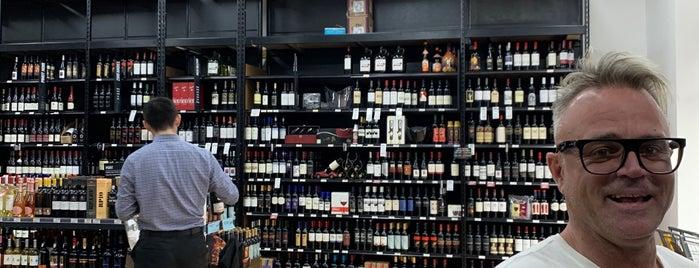 The Liquor Store.com is one of Lieux qui ont plu à Michaela.