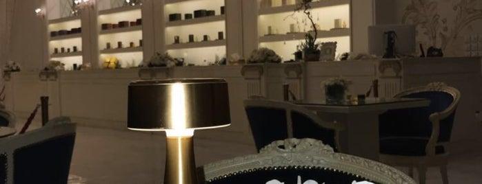 ANFAS ALOUD Lounge أنفاس العود is one of Locais salvos de Queen.