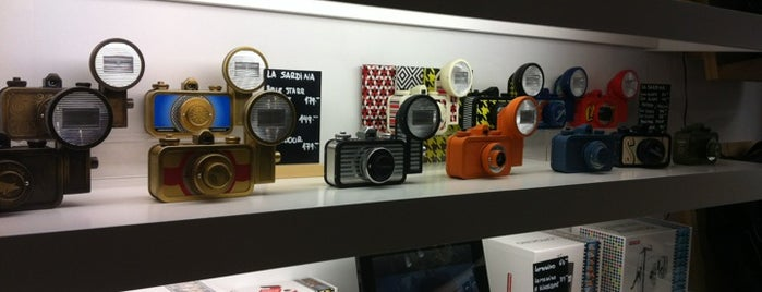 Lomography Gallery Store Madrid-Argensola is one of Madrid.