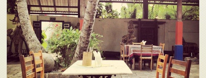 The Barefoot Cafe is one of Tempat yang Disimpan josh.