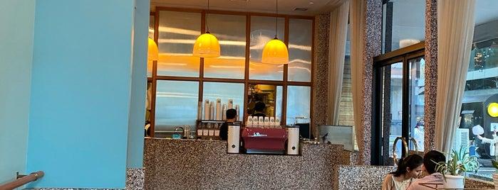 Boyy & Son Café is one of Whit: сохраненные места.