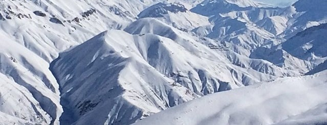 Dizin Ski Resort | پیست اسکی دیزین is one of สถานที่ที่ Hamilton ถูกใจ.