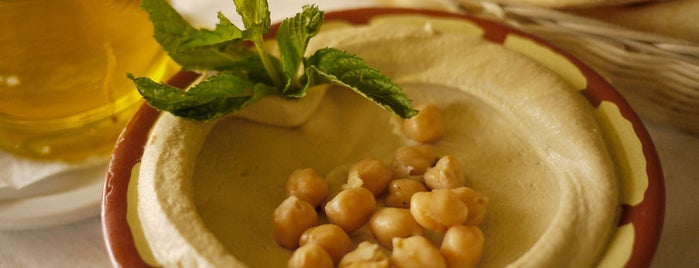 Foodlands Resturant is one of Orte, die Thisara gefallen.