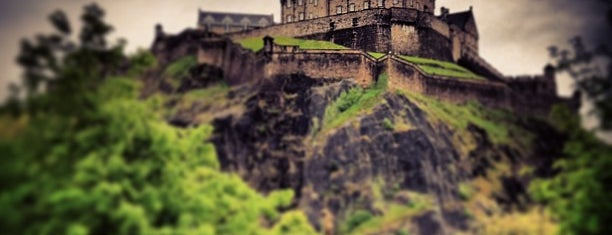 Edinburgh Castle is one of Harry Potter sights.