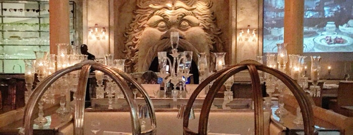 Cristal Room Baccarat is one of Orte, die Olga gefallen.