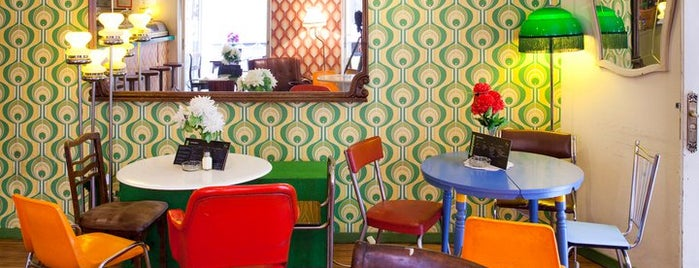 Lolina Vintage Café is one of Comilona y copeteo en Madrid.