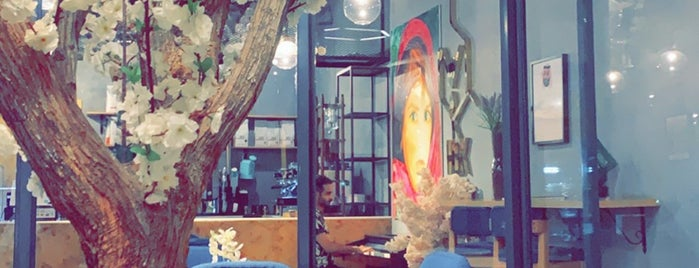 Hex Cafe Specialty House is one of Locais salvos de Haya.