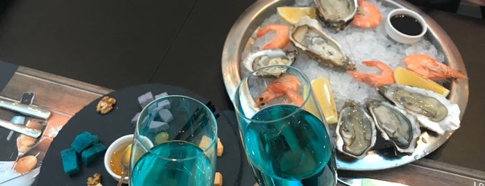 Oysters Cava Bar is one of Anna 님이 좋아한 장소.