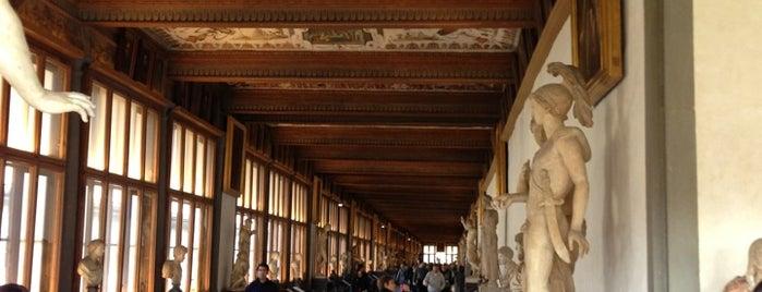 Galería Uffizi is one of Firenze.