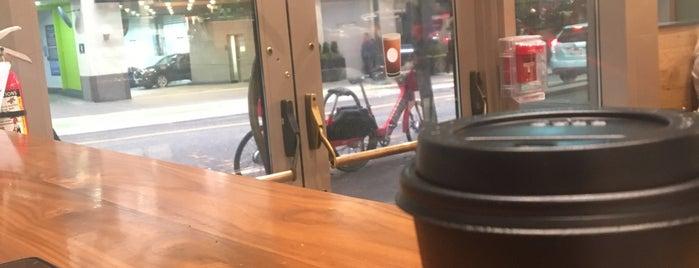 Starbucks is one of Lieux qui ont plu à Celeste.
