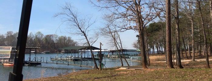 Lake Hartwell is one of Orte, die Tucker gefallen.