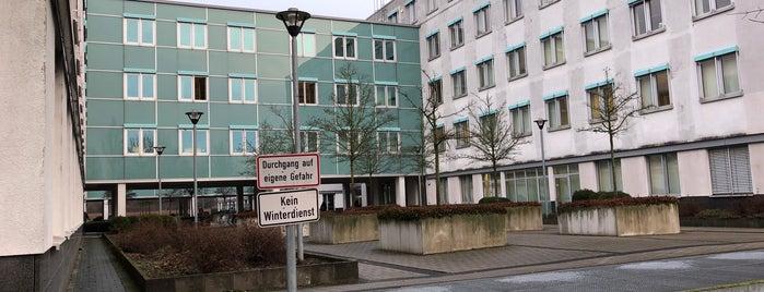 Deutsche Bank is one of Lieux qui ont plu à SchoolandUniversity.com.