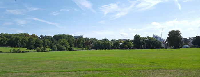 Queensmead Recreation Ground is one of Locais curtidos por Carl.