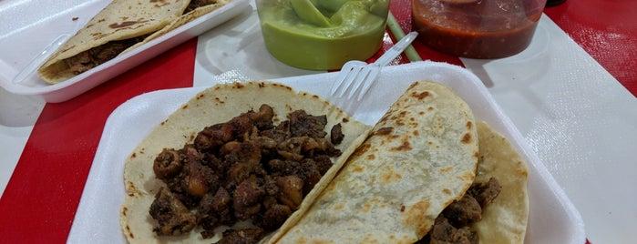 Tacos El Chile is one of Arturo 님이 좋아한 장소.