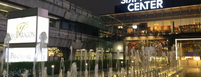Siam Center is one of Locais curtidos por Vee.