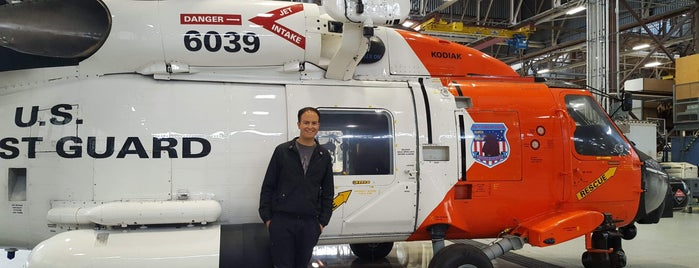 Coast Guard Air Station Kodiak is one of สถานที่ที่บันทึกไว้ของ Wade.
