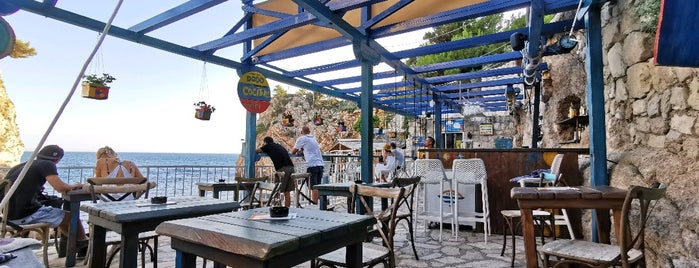 Beach Bar Dodo is one of Dubrovnik.