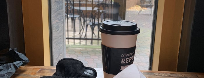 Republik Coffee Bar is one of Allison'un Kaydettiği Mekanlar.