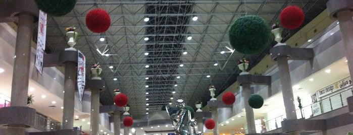Al Khobar Mall is one of Tempat yang Disukai Omar.