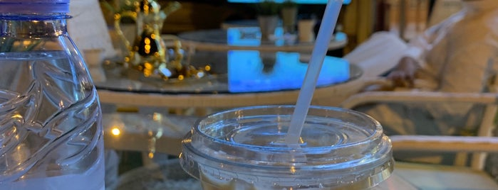 O'clock Breakfast & Coffee is one of Queen'in Kaydettiği Mekanlar.