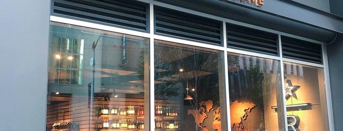 Starbucks Reserve Bar is one of สถานที่ที่ Daryn ถูกใจ.