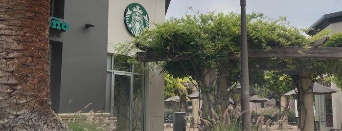 Starbucks is one of Kenさんのお気に入りスポット.