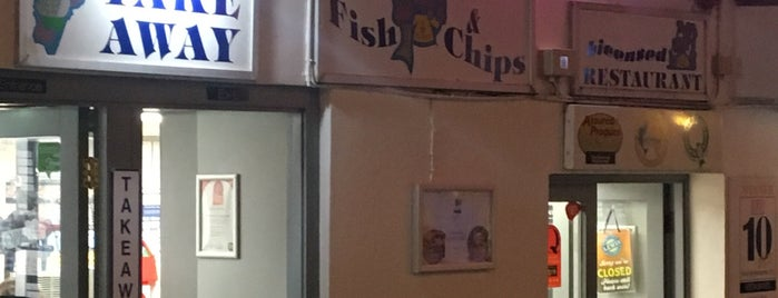D Fecci & Sons Fish & Chip Shop is one of Tempat yang Disukai Dominic.