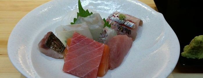 스시산 (壽司山) is one of seafood.