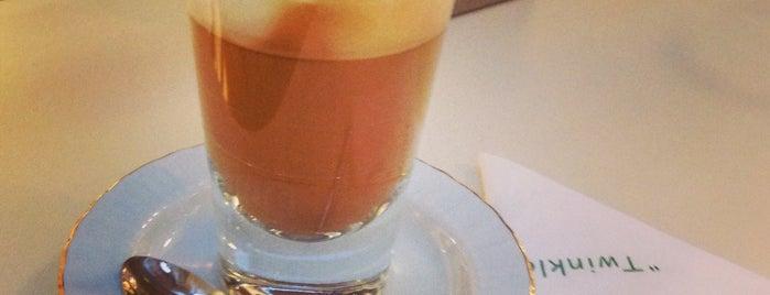 Robert's Coffee is one of Lieux qui ont plu à Kerim.