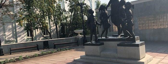 Памятник первой учительнице is one of Lieux qui ont plu à Alexander.