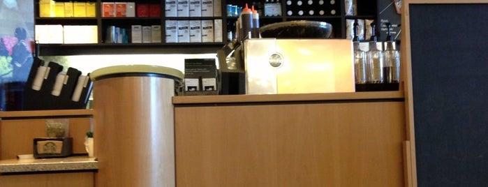 Starbucks is one of Lieux qui ont plu à Jen.