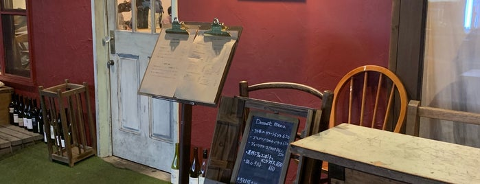 Brasserie & Cafe TET is one of สถานที่ที่ eureka ถูกใจ.