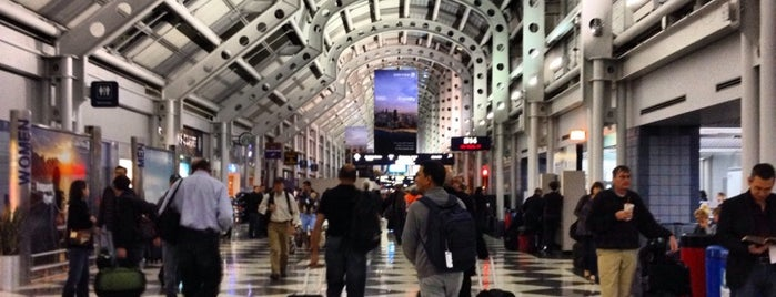 Chicago O'Hare International Airport is one of Tempat yang Disukai Sandybelle.