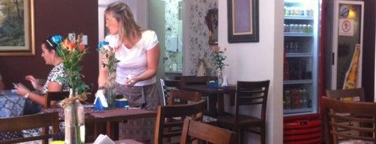 Espaço Floriano Gourmet is one of Tempat yang Disukai Renata.