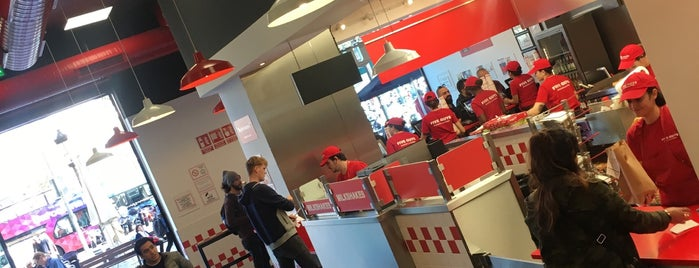Five Guys - Plaza Catalunya is one of Lets do Barcelona.