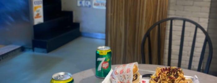 Burger Works is one of Queen'in Kaydettiği Mekanlar.