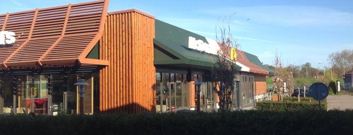 McDonald's is one of Locais curtidos por Diego.