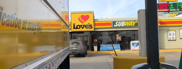 Love's Travel Stop is one of Posti che sono piaciuti a Stephen G..