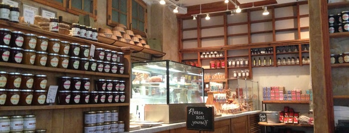 Le Pain Quotidien is one of Locais curtidos por Emily.